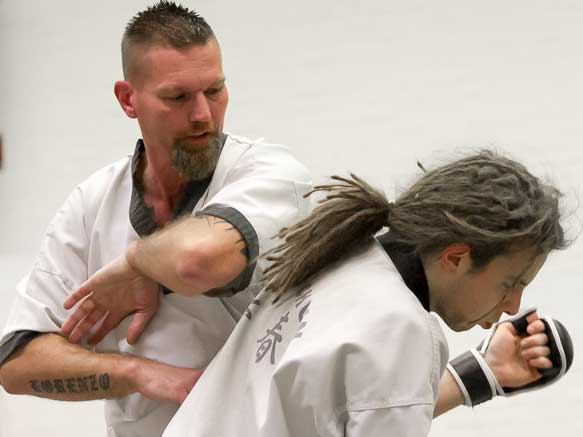 Wing Chun Nederland - elleboog techniek